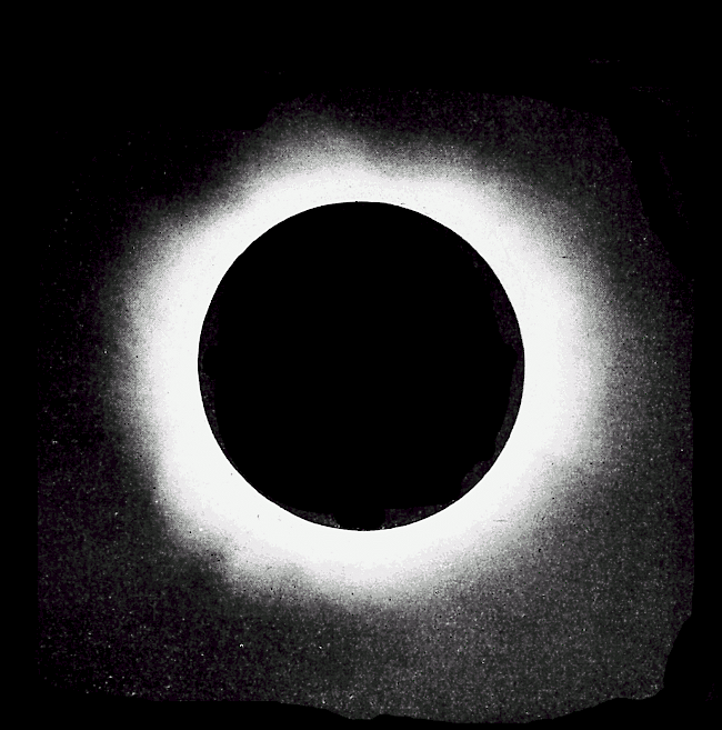 Sun corona as captured on August 20, 1905.