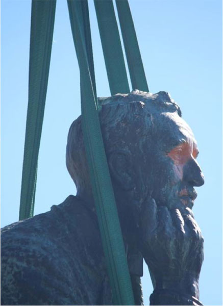 Hoisted from the statue's pedestal, the colonial ruler's effigy is decommissioned. University of Cape Town campus, 2015.